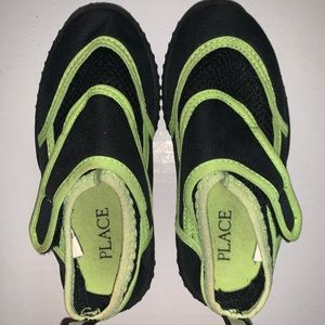 TCP kids water shoes size 7/8. Unisex
